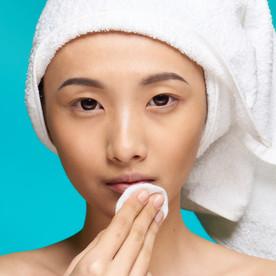 Las claves de una buena rutina de limpieza facial diaria