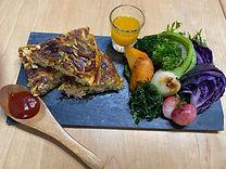 富士山サーモンのガレットと地元有機野菜の温サラダ.jpg