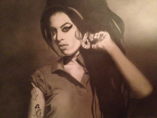 Amy Winehouse 2 pencils