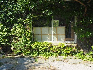 Laurence Briat | vue extérieure atelier | peinture sur chassis |