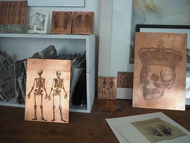 Laurence Briat | atelier des gravures | vanités | squelettes | plaques | cuivre |