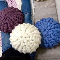 coussin rond design tricot avec les doigts