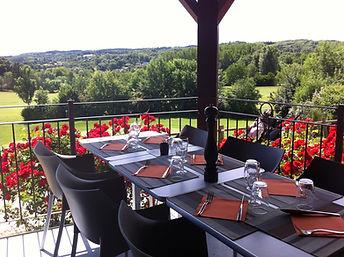 Restaurant-Du-Golf-Des-3-Vallons-table.j