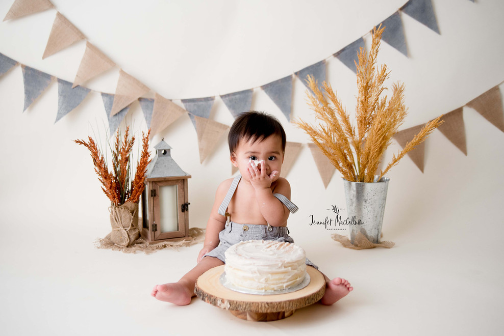 Durham Region Cake Smash Photographer