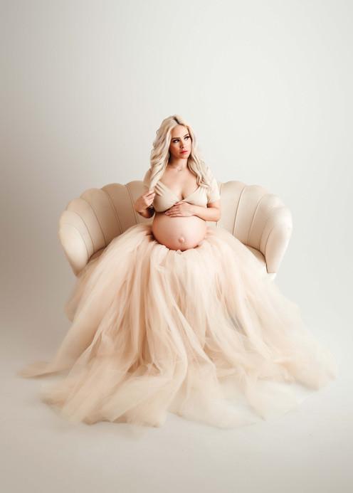 Oshawa Studio Maternity Photographer.jpg