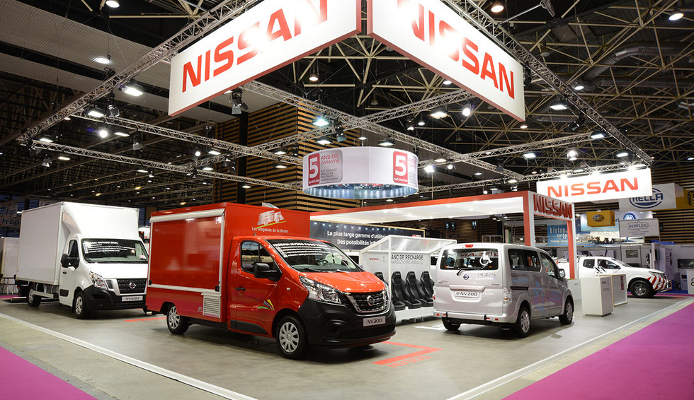 STAND NISSAN
