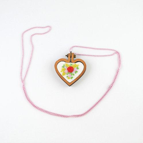 """Colar """"Coração Rosa"""""""