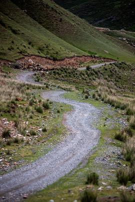Дорога вверх по ущелью