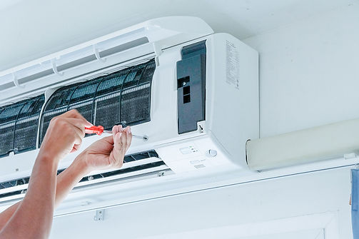 air-conditioner-repairing-by-technician.