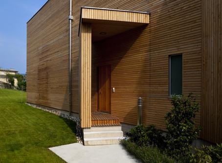 Ein Holzhaus
