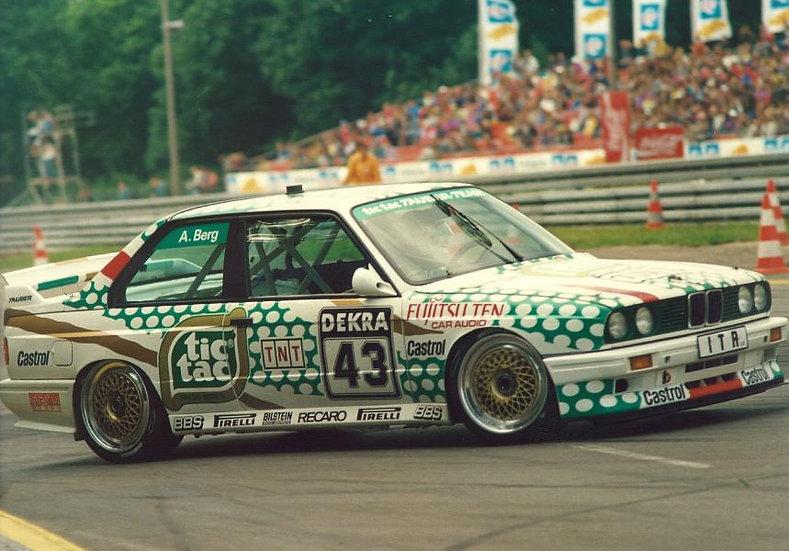SK24056 BMW M3 E30 DTM 1991 #43 Tia Tac