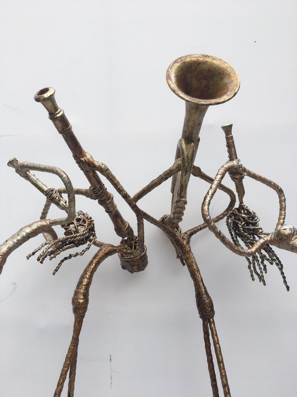4 figures blowing horns