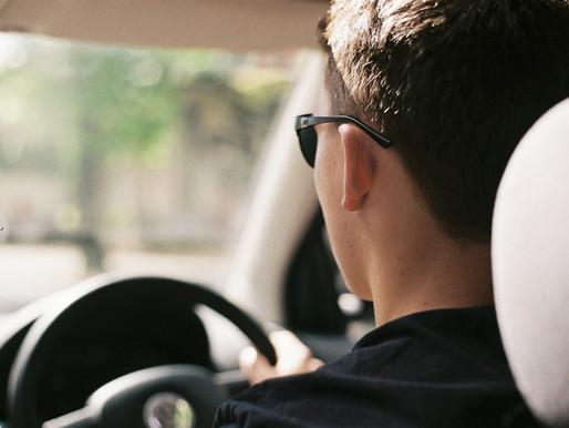 Ontario restablece los requisitos de renovación para la licencia de conducir y la placa de matrícula