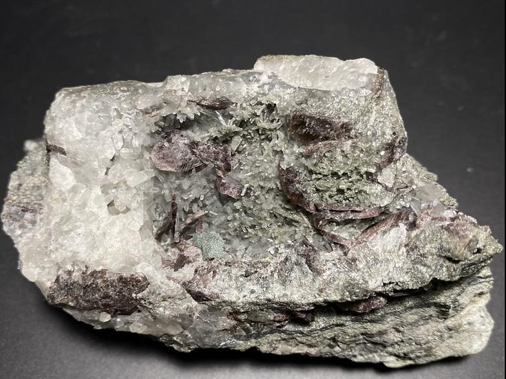 Ferroaxinite, Quartz- Colebrook Hill Mine