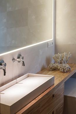 bathroom2-2.jpg