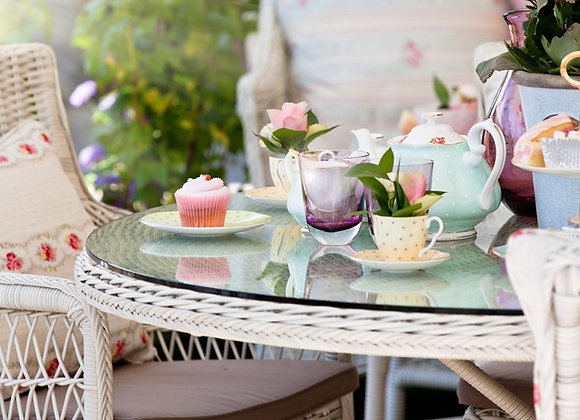 Afternoon tea with fizz
