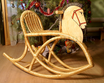 Плетеная игрушка качалка