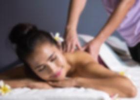 massagem-tailandesa-com-oleo-em-spa_3384
