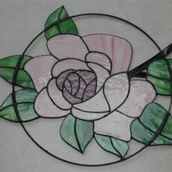 Roos in metalen ring
