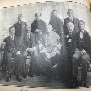Foto de Manuel Manquilef con el Arzobispo de Santiago, 1916