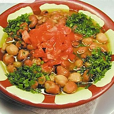 Fooul Bilzait ( Bean with olive oil)