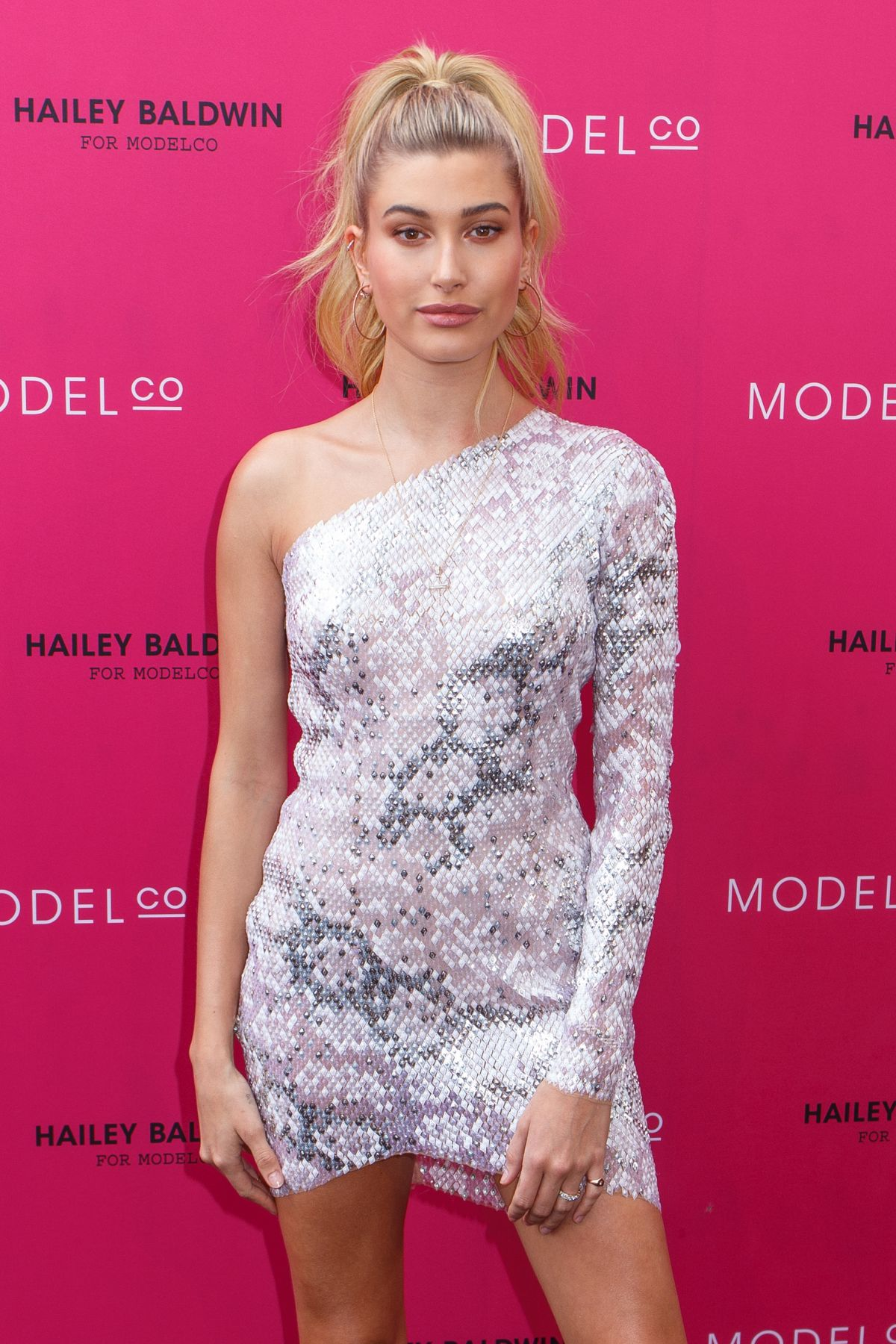 hailey-baldwin-at-hailey-baldwin-for-modelco-cosmetics-launch-in-sydney-12-05-2016_21