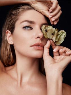 Jessica-Hart_Gritty-Pretty_2-750x1000