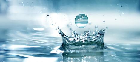 Wassertropfen-faellt-ins-Wasser.jpg