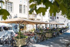 Fahlstrøms plass - parasoller-4-1600px.j