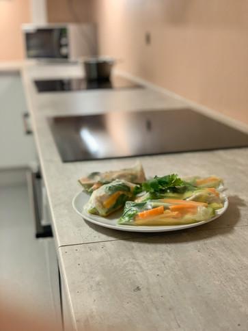 Nyoppusset felleskjøkken med to stasjoner til matlaging