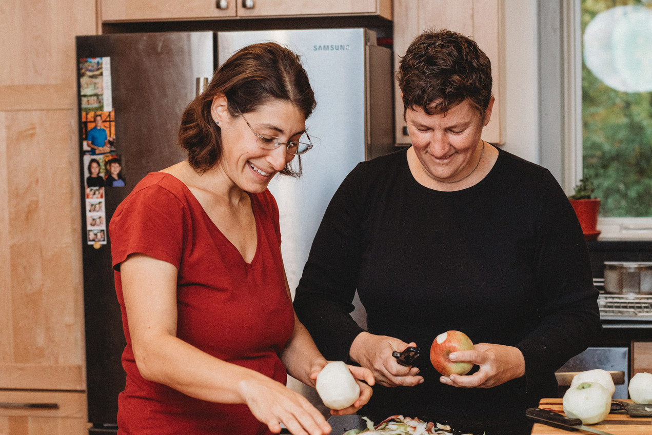 Lesbian couple Dani and Denise cook food together
