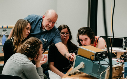 Older professor shows students sound waves so they can meassure how quickly the sound is traveling.