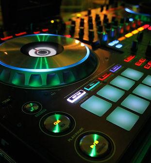 DJ - PARA WEB .JPG