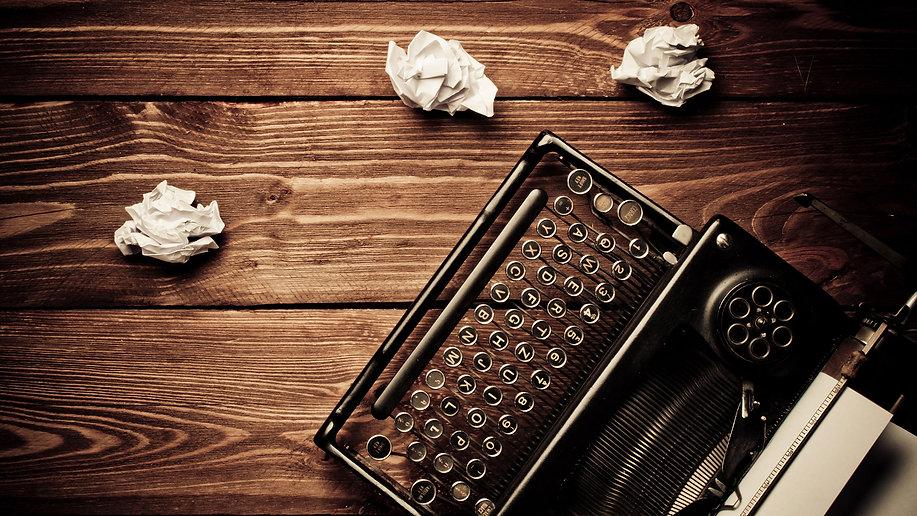 content-writing-typewriter-paperballs-ss