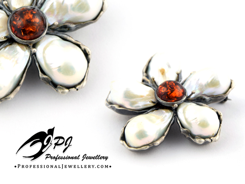 JPJ Professional Jewellery sterling silver brooch with baltic amber and natural