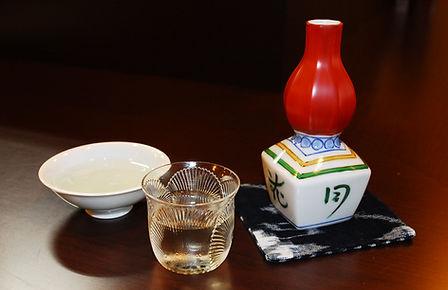 こにし家セレクトの純米酒 おちょこととっくり