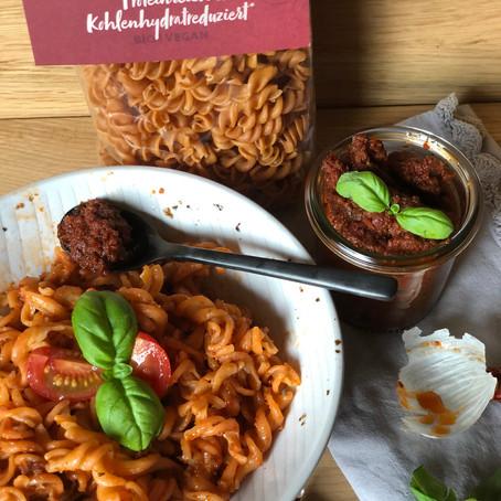 Tomaten-Kichererbsen-Pasta mit Tomaten-Pesto