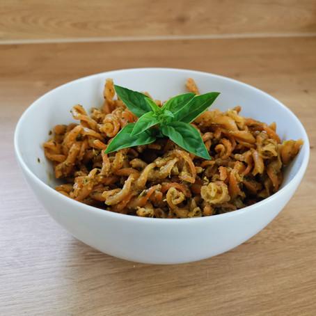 Rote-Linsen Nudeln mit Basilikum-Wallnuss-Pesto