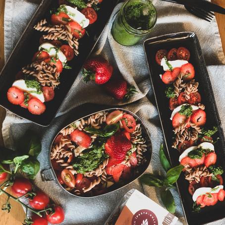 Tomaten-Mozzarella mit Vollkorndinkelnudeln