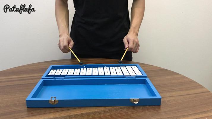 Glockenspiel with woodcase .mp4