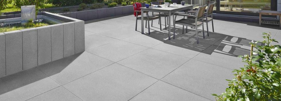 csm_Vios_Terrassenplatten_grau_mit_Vios_
