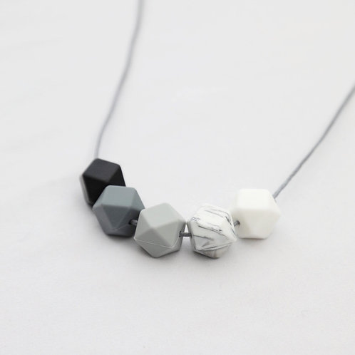 Iris Teething Necklace in Monochrome