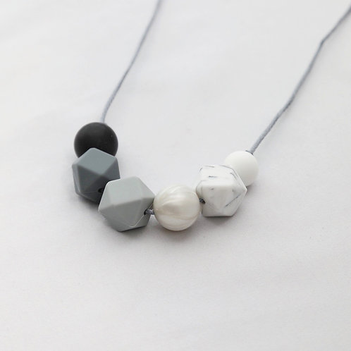 Sienna Monochrome Teething Necklace
