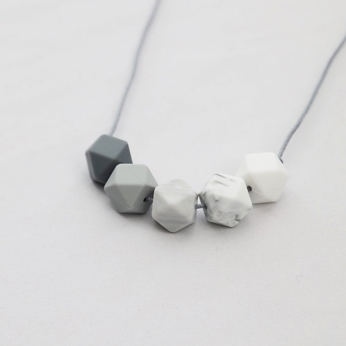 Iris Teething Necklace in Grey Ombre