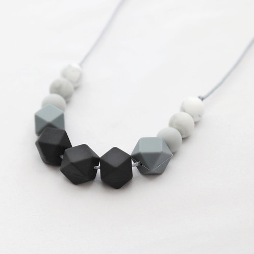 Grace Teething Necklace in Monochrome