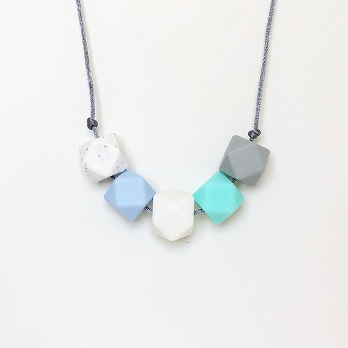 Iris Teething Necklace in Blue and White