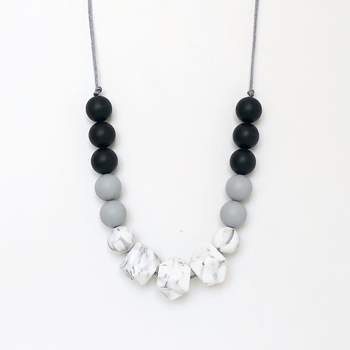 Isla Teething Necklace - Monochrome