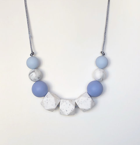 Olivia Teething Necklace in Blue
