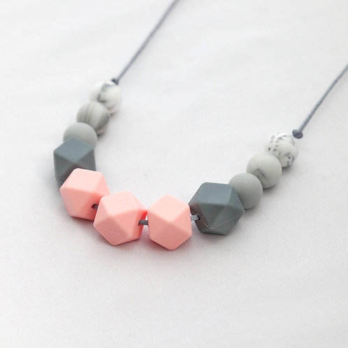 Grace Teething Necklace in Rose Quartz