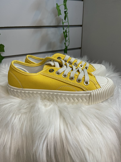Yellow Lace up pumps